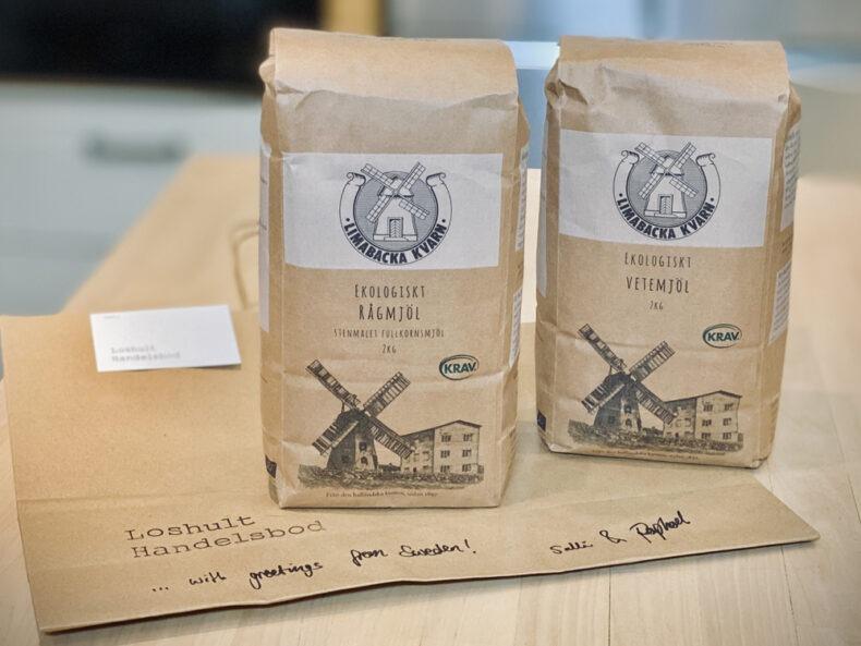 Zwei Pakungen schwedisches Mehl