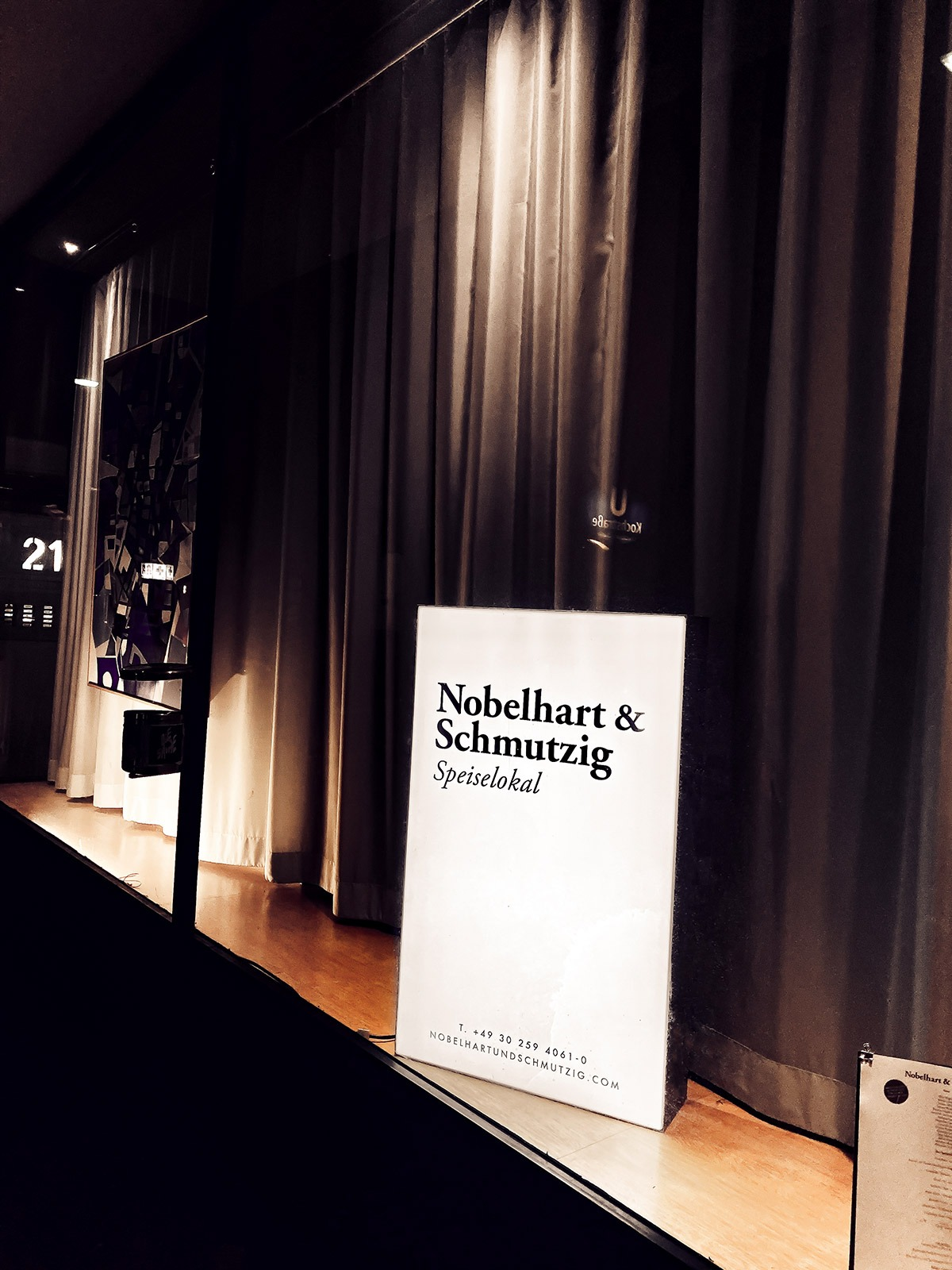 Nobelhart Eingang